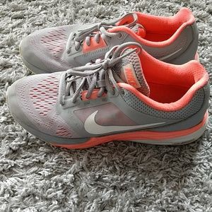 Nike Fitsole Size 8 sneakers